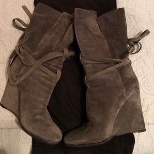 Authentic Burberry Suede Boots 39.5