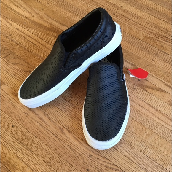 f24b5926abb Vans Asher Perforated Slip-On Sneaker size 8