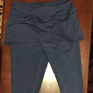 Lands End skirted crop swim leggings size large