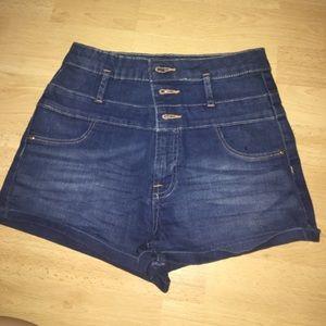 High waisted shorts ✨