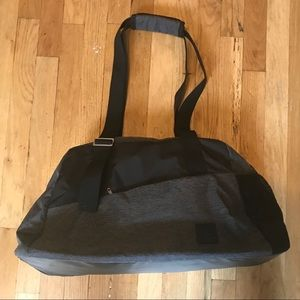 Reebok Bags - Brand new REEBOK LEAD   GO GRAPHIC GRIP DUFFLE BAG 25ad2109f15c0
