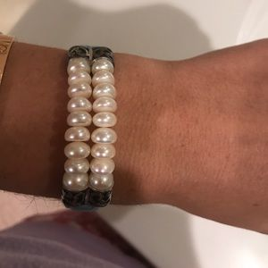 Jewelry - Gorgeous pearl and leather bracelet