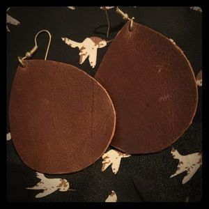 Jewelry - Leather earrings with gold clasp
