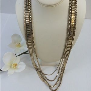 Jewelry - Necklace in gold tone beautiful