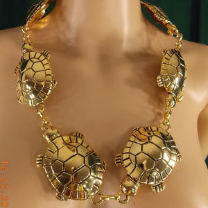 Jewelry - Gold Turtle chain link interlock belt or necklace