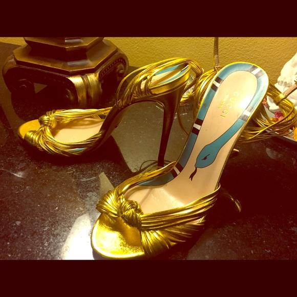 """f447b3f0e143 Gucci Shoes - Gucci """"Allie"""" Peep toe pump in Metallic Gold"""
