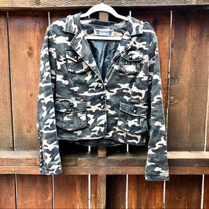 Girl's Camo Print Button-Up Jacket