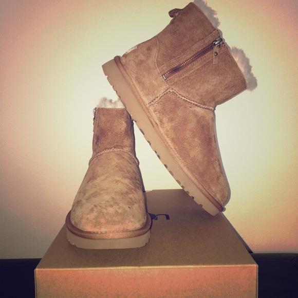 35cee8b7c95 *BRAND NEW* UGG: Classic Mini Double Zip Boot