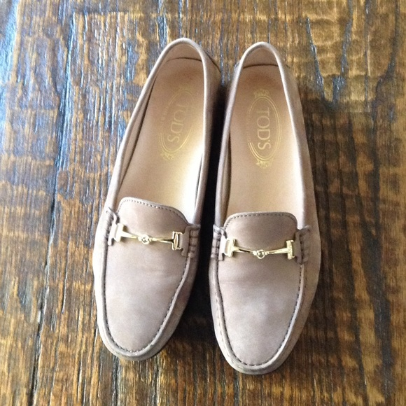 1bde0572a66 Tod s Women s Gommino Tan Suede Loafers Gold T 40.  M 59fa13f36a5830001305d150