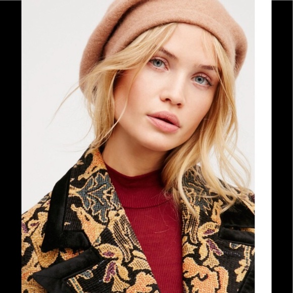 c1937c165860c NWT Free People Bisous slouchy beret camel color
