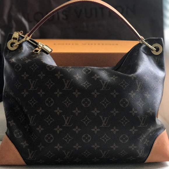 f96f48629b Louis Vuitton Berri Mm