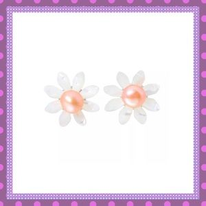 🌼Shell Daisy Earrings with Pearls🌼