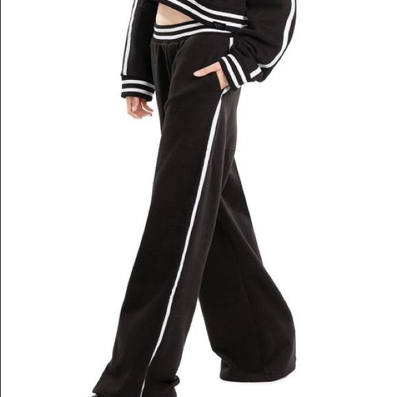 a58122958b2a Fenty puma rihanna wide leg fleece sweatpants