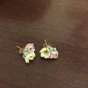 Jewelry - Post flower earrings