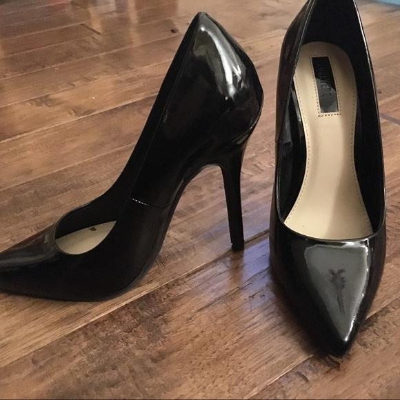 da5d4a5e71 Forever 21 Shoes - Forever 21 black shiny patent leather pumps Sz 7