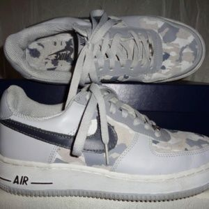 NIKE Gray Camo Air Force 1 Sneakers M6.5 W8