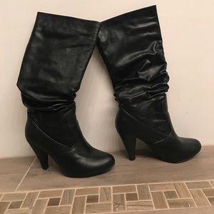 Very volatile black slouchy boots