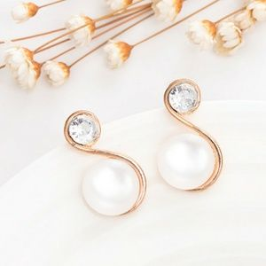 Jewelry - Gold Crystal & White Pearl Statement Earrings
