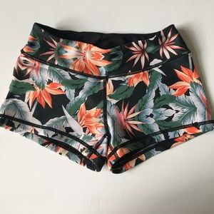 6b54906a9b821 Vull Sport Tropical Shorts - Size XS Savage Barbell Sports Bra ...