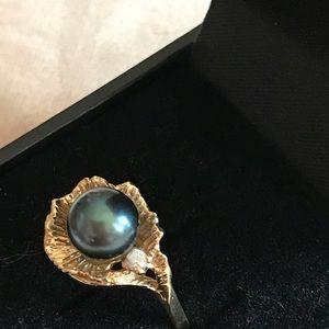 Black Pearl in Shell w/diamond 14k $ FIRM
