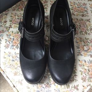 Black leather Ecco heels