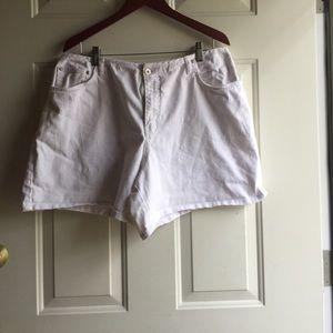 Pants - White shorts mid thigh length