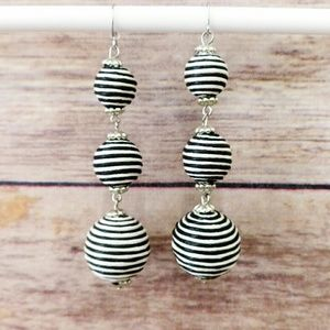 Jewelry - NWOT Round Drop Earrings