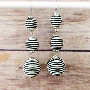 Jewelry - NWOT Round Drop Earrings