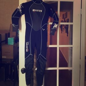 Mares size 4 wetsuit 2.5 mm