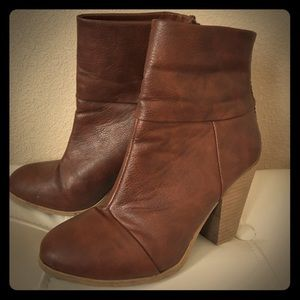 High heeled cognac boots