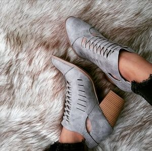🆕//The Daisy Mae// Distressed Grey braided bootie
