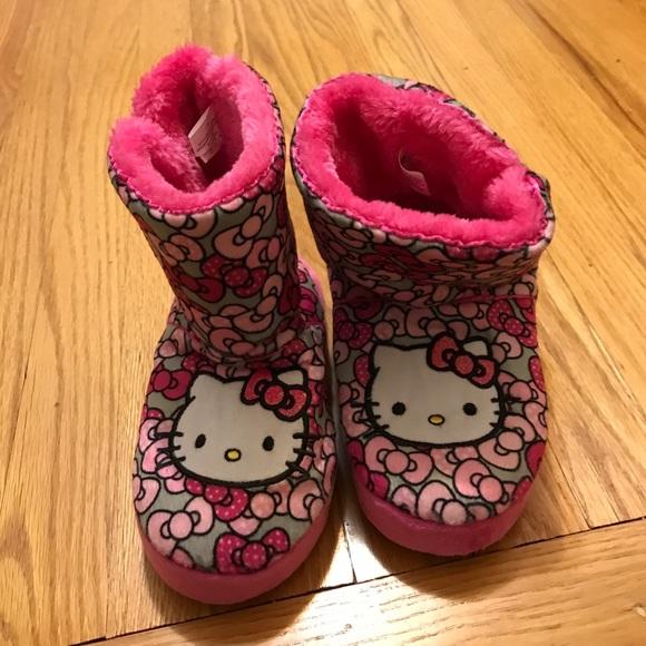 7a648d1195e9 Girls Hello Kitty Slippers. M 59fbb0e4c284563d1601610d