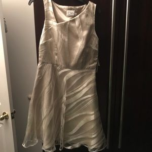 NWT J. Taylor cocktail dress ivory/silver Size 6