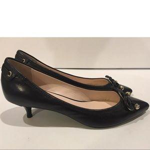 Elie Tahari Black Leather Pointy Toe Bow  37.5 7.5