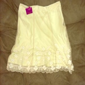 🆕Lined laced ivory skirt*NWT*🆕