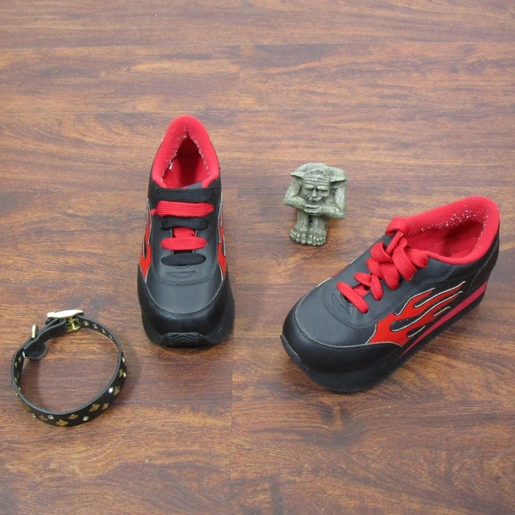 f7bf76c406 VTG 90s Volatile Platform Flame Sneakers Arson 9. M 59fc8ff1fbf6f92e4003eb19