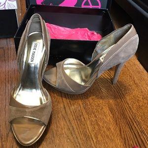 Steve Madden taupe suede open toe heels