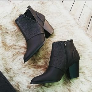🆕//The Tricia// Black cutout booties