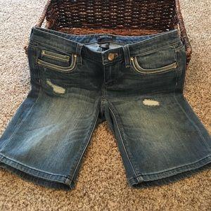 WHBM Girlfriend Jean Shorts Size 0