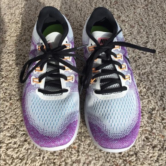 3e386af339f Women s Nike Free Run 2017 Sneakers. M 59fcd1c9981829743a04f93f