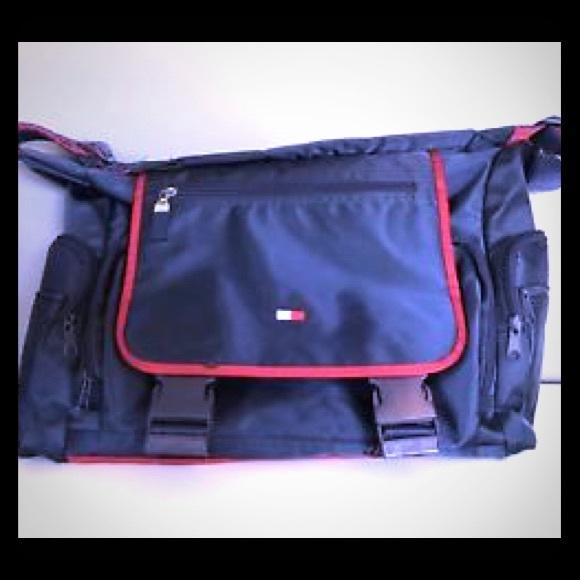 c6f3ac87372e 90 s VINTAGE Tommy Hilfiger Small Duffle tote Bag.  M 59fcdc665a49d046d00533cb