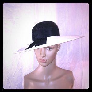 Vintage black and white sun hat.