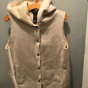 Jackets & Blazers - Absolute Must Have Faux Fur Vest Medium