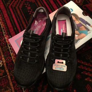 Shoes - Women's Skechers Empire Rock around- Relaxed fit.
