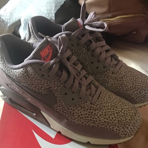 quality design c9e71 09ecd Nike Air Max 90 Safari women's size 9.5