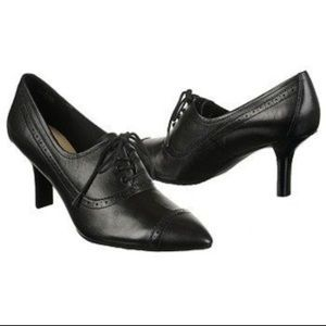 Lianna Brogue Oxford Rockport heel great condition