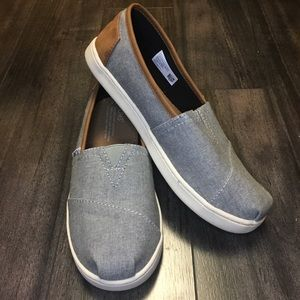 TOMS NWOT Chambray Shoes with Leather Detail