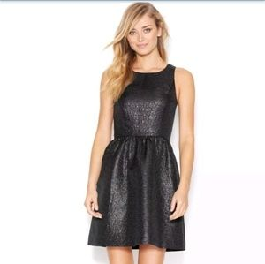 KENSIE BLACK SLEEVELESS FOL PRINT CUTOUT DRESS.