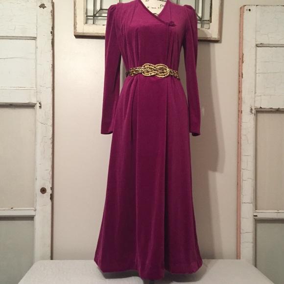 8a9d8891410 Vintage Donna Richard Velour Robe. M 59fd46ad3c6f9fb2a7070c3e