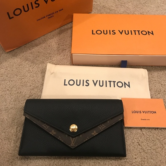 4587bc428303 Brand new Louis Vuitton Double V Wallet